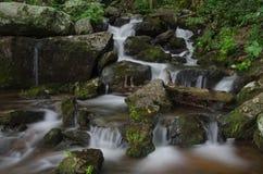 La pequeña cascada en Crabtree cae lavabo Imagen de archivo libre de regalías