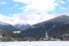 La pequeña ciudad de Toblach también llamó Dobbiaco en i de lengua italiana Fotos de archivo