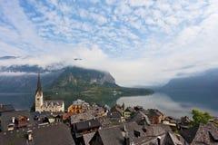 La pequeña ciudad pintoresca en Austria - Hallstatt Imagen de archivo