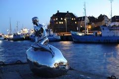 La pequeña estatua de Merman fotografía de archivo