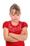 La pequeña muchacha que gritaba con los brazos cruzados aisló blanco Fotos de archivo libres de regalías