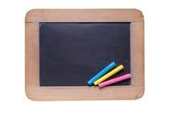 La pequeña pizarra con color marca con tiza en el fondo blanco Fotos de archivo libres de regalías