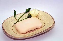 La pequeña rosa y el jabón fotos de archivo libres de regalías