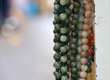 La perle, a arrondi la forme avec perforé pour fileter comme collier photographie stock