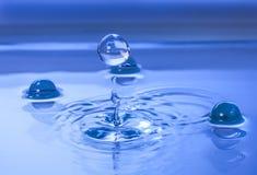 La perle de l'eau rebondit  Photos libres de droits