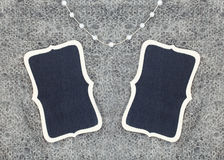 La perle de texture de laine perle le plat en bois Photographie stock