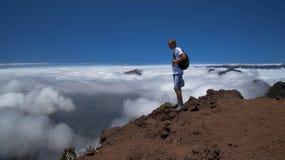 La persona alla cima della montagna Fotografie Stock