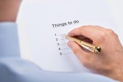 La persona di affari Writing Things To fa su carta Immagini Stock Libere da Diritti