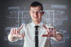 La persona en el tablero de un tablero de instrumentos financiero de los indicadores dominantes del funcionamiento y de la inteli Imagen de archivo libre de regalías