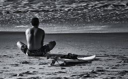 La persona que practica surf fotos de archivo