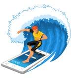 La persona que practica surf de sexo masculino monta la onda grande que se coloca en Smartphone Foto de archivo