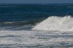 La persona que practica surf durante el nacional se abre Fotografía de archivo