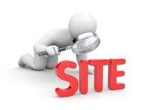 La personne examine le site Photo libre de droits