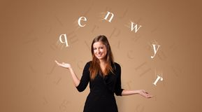 La personne jonglent avec des lettres photo libre de droits