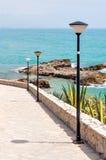 La perspectiva de la calle abajo al mar valencia Fotos de archivo libres de regalías