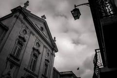 La perspectiva distinta de la fachada del museo del dinero está situada en el décimo octavo anterior en el cuadrado municipal de  fotos de archivo libres de regalías