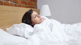 La pesadilla, mujer durmiente se despierta por sueño asustadizo metrajes