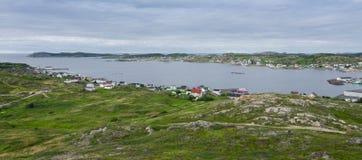 La petite communauté de village dans Terre-Neuve Les Chambres se sont nichées parmi le paysage rocheux dans Twillingate Terre-Neu Photos stock