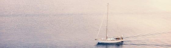 La petite crique du golfe corinthien près de Heraion de Perachora, Grèce image libre de droits