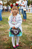 La petite fille avec un sac à main Photographie stock