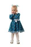 La petite fille dans une robe bleue. Image stock
