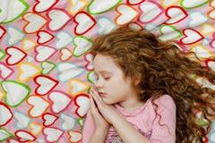La petite fille dort photo libre de droits