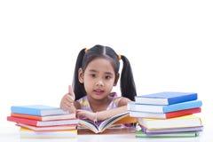 La petite fille est livre de lecture Photographie stock libre de droits