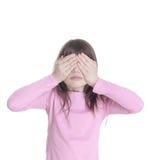La petite fille a fermé des mains de yeux Photographie stock libre de droits