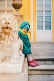 La petite fille jouent au palais Photo libre de droits
