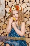 La petite fille mignonne a Pâques Photos libres de droits