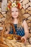 La petite fille mignonne a Pâques Photographie stock