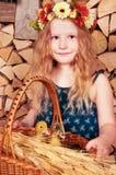 La petite fille mignonne a Pâques Image stock