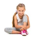 La petite fille mignonne va chercher dedans des sports Image libre de droits