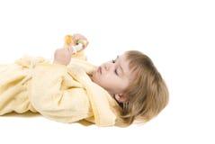 la petite fille nettoie des dents Image libre de droits