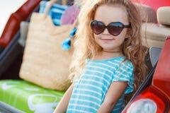 La petite fille part en voyage Photo libre de droits