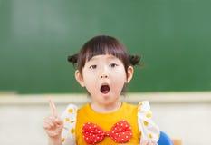 La petite fille pensent de bonnes idées Photo stock