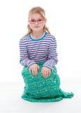 La petite fille pose Photographie stock libre de droits