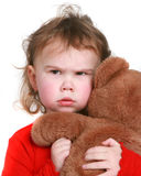 La petite fille saisit son animal bourré Photo stock