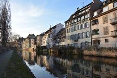 La Petite France avec des réflexions photographie stock