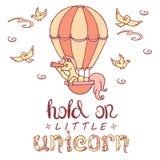 La petite licorne dans le ballon à air regarde dans un regard Photo libre de droits