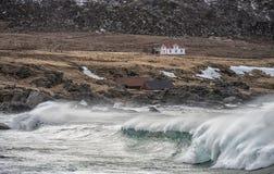 La petite maison par la mer photos stock