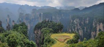 La petite rizière cachée à l'intérieur de la montagne de Zhangjiajie dans la province de Hunan en Chine image stock