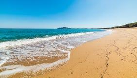 La petite vague est dedans plage d'Orrosas photo stock