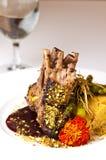 La photo élégante de nourriture des nervures a servi du plat blanc Photos libres de droits