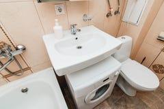 La photo de la salle de bains légère photo libre de droits
