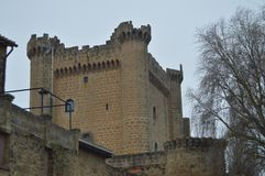 La photo du château supérieur de Sajazarra de remparts a spectaculairement préservé le tir latéral Architecture, art, histoire, v Images libres de droits
