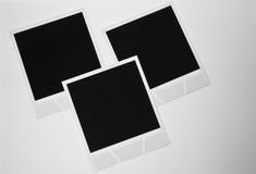 La photo instantanée en blanc du vintage trois de la vie rétros encadre toujours des cartes sur le fond blanc Photographie stock