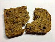 La photo montre le pain grillé de tranche, pain fait maison Image libre de droits