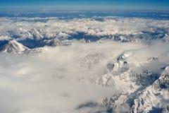 La photographie aérienne, Thibet, le Hengd de l'Himalaya dans les nuages Photographie stock