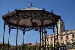 La photographie de la place de Cervantes, lieu de naissance de Miguel De Cervantes Where We Can voient la ville Hall And Orchestr Images stock